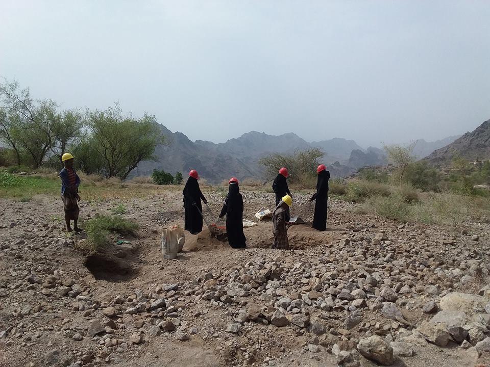 البريقة تدشن مشروع الاصحاح البيئي في مخيم النازحين