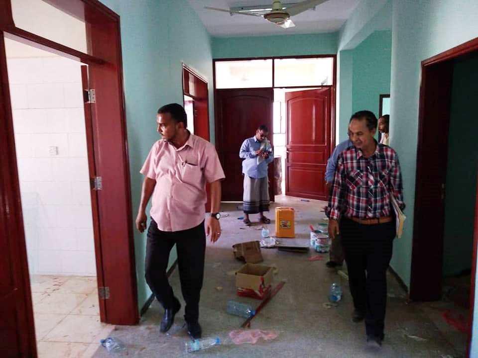 مدير فرع عدن يزور مشاريع صحية متعددة